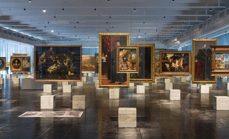 Guia de expografia: o que levar em conta ao montar uma exposição, Cavaletes de Vidro. Image © FLAGRANTE