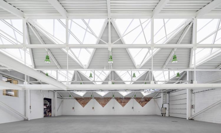 Rehabilitación y ampliación de los Talleres Gon-Gar  / NUA arquitectures, © Adrià Goula