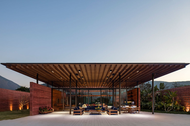 Casa Terra / Bernardes Arquitetura, © Leonardo Finotti