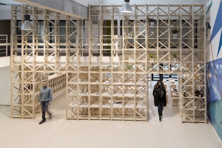 """PILOTO Galería Itinerante de Arquitectura finaliza su ruta en Santiago con la obra """"La Situación"""", © Gino Zavala"""