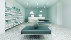 Medly Pharmacy / Sergio Mannino
