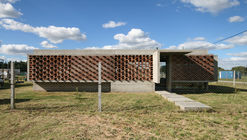 Casa  Suburbana / Besonias Almeida Arquitectos