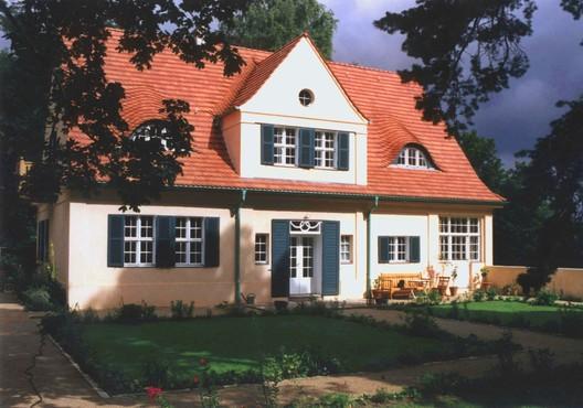 Haus Riehl, Mies van der Rohe. © Folkerts Architekten, via Wikimedia. License CC BY 3.0