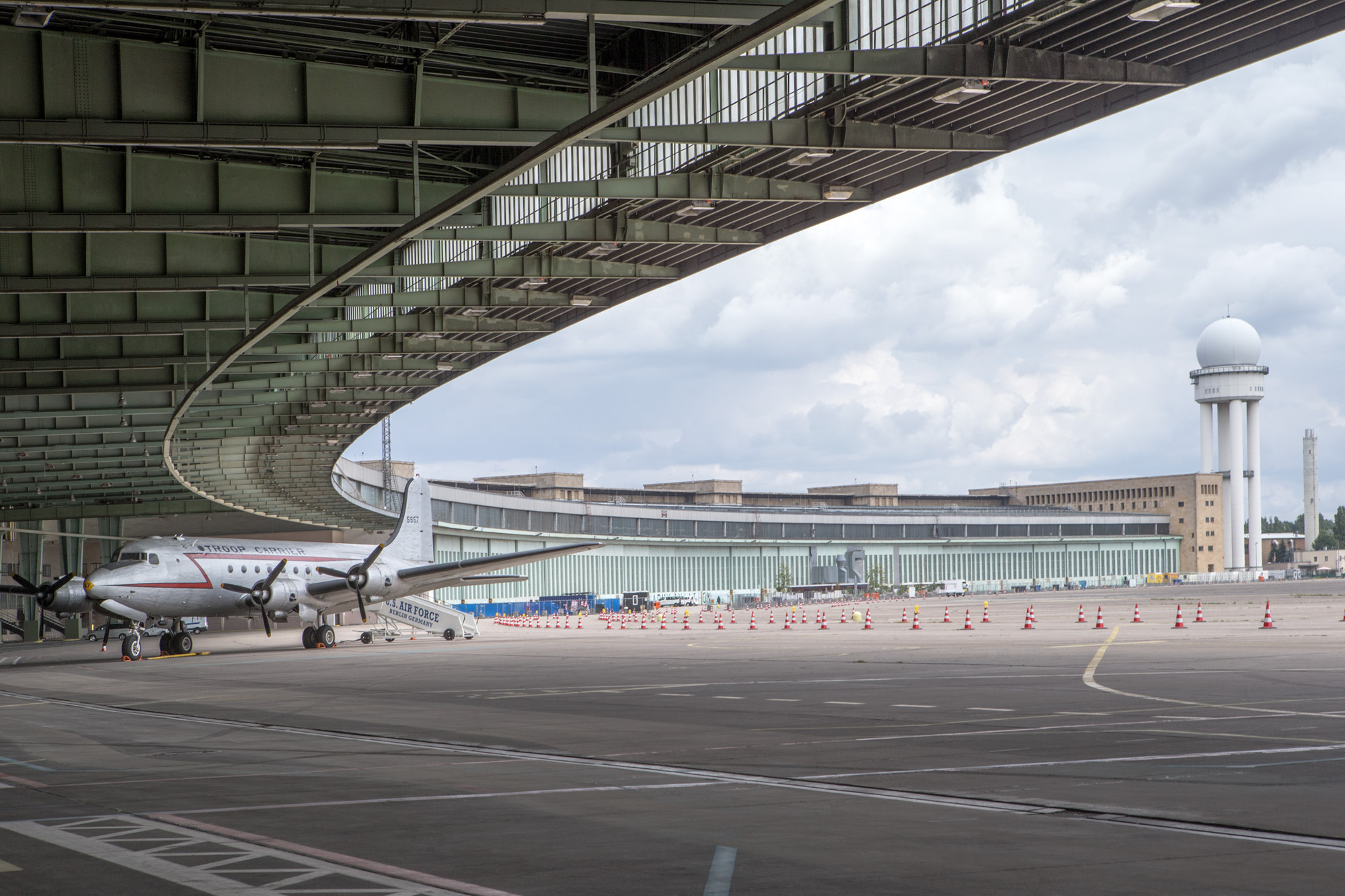 berlin 39 s tempelhof airport achieving redemption through adaptive reuse archdaily. Black Bedroom Furniture Sets. Home Design Ideas