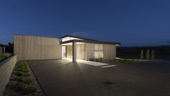 Borda do Lago  / Chow:Hill Architects