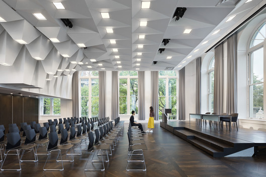 Joseph D. Jamail Lecture Hall / LTL Architects