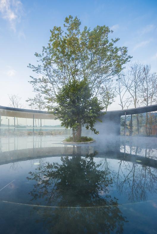 Spa Advocado Pool. Image © DIRK WEIBLEN