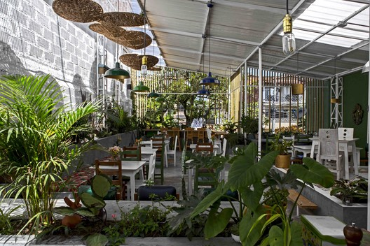 Restaurante en Medellín / Luca Bullaro arquitectura + Superficies