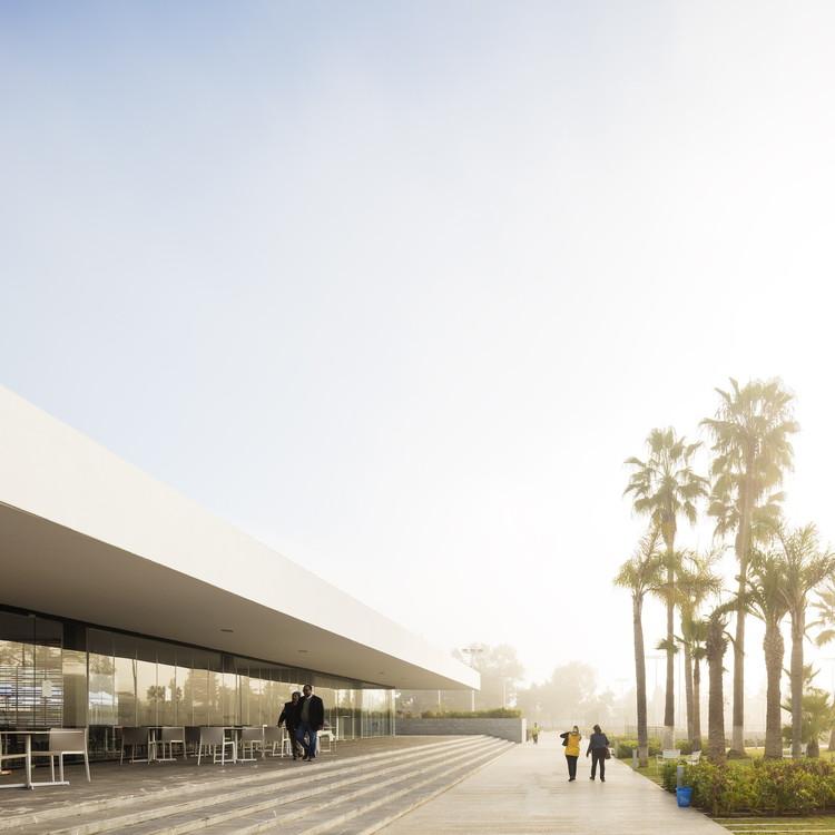 Centro Esportivo Wifaq / Groupe3 Architectes, © Fernando Guerra | FG+SG