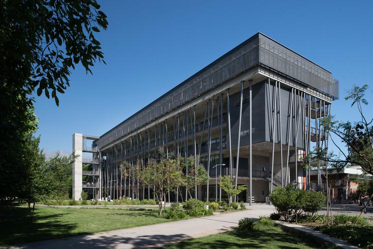 Edificio de Aulas  / OMN Arquitectos, © Felipe Díaz
