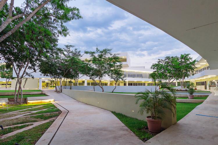 Facultad de Educación de la Universidad Autónoma de Yucatán / Departamento de Proyectos de la Facultad de Arquitectura, © Tamara Uribe