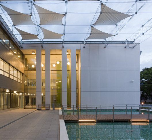 ÉMI Knowledge Center / Puhl&Dajka Architects Ltd