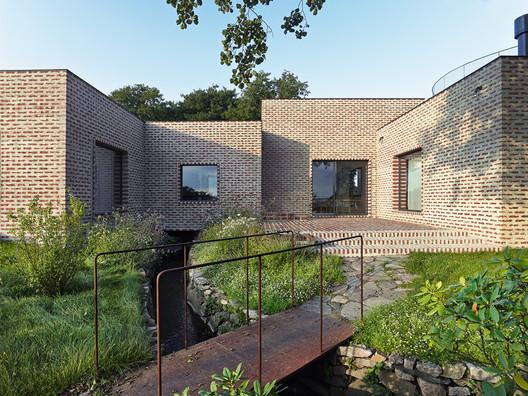 Casa del arroyo / Tham & Videgård Arkitekter