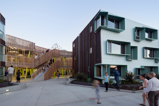 Broadway Housing in Santa Monica, by Kevin Daly, was identified by the report as a case study for its circulation. Image © Iwan Baan