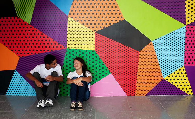 Considerações sobre uma arquitetura escolar responsiva , GENTE – Ginásio Experimental de Novas Tecnologias Educacionais, localizado na escola André Urani, na comunidade da Rocinha (RJ). Crédito por Agência Grupo do Rio.