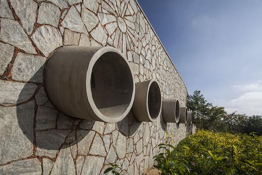 Auditorium in Agastya International Foundation / Mistry Architects