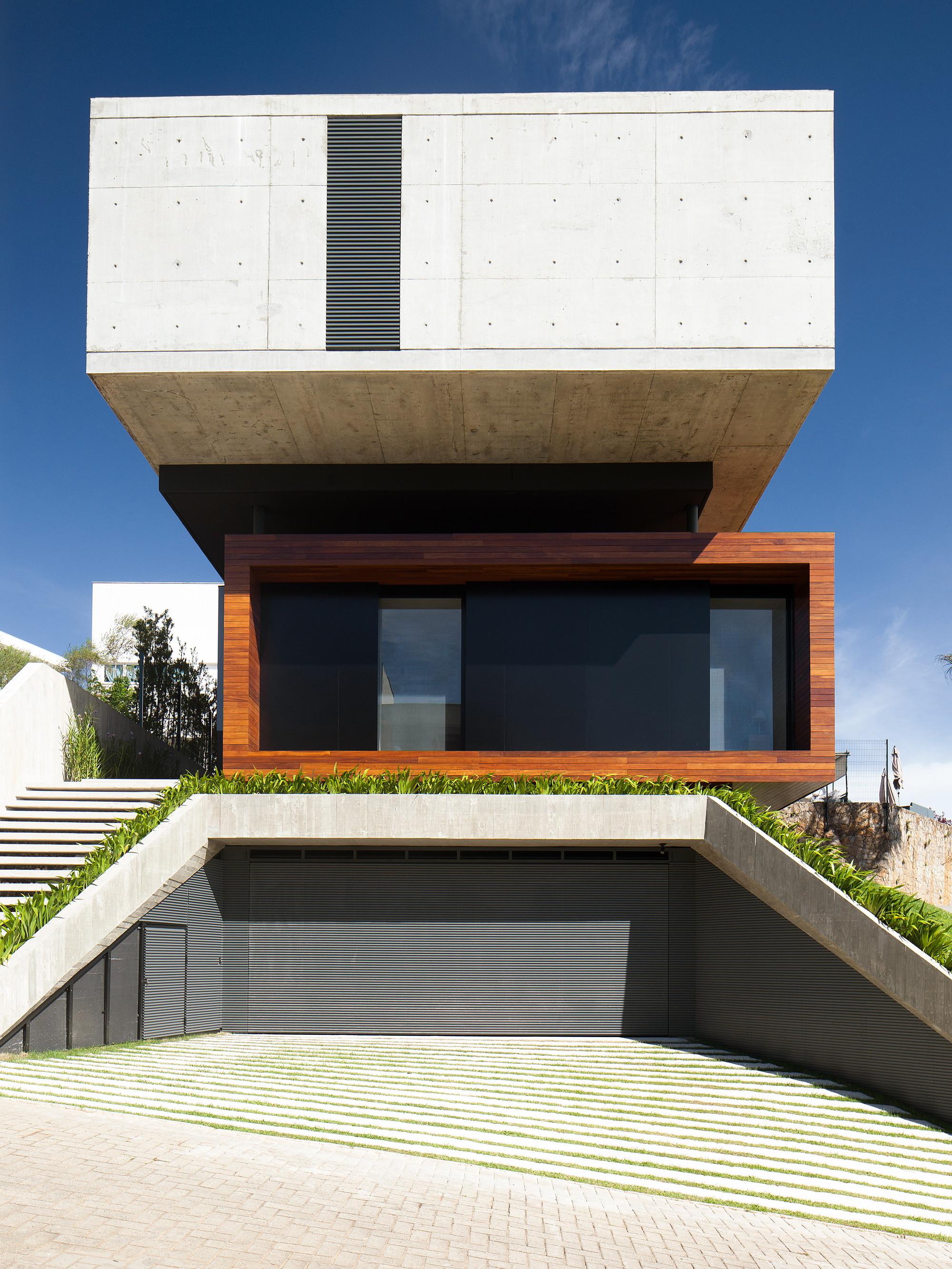 House in Cacupé / Pimont Arquitetura