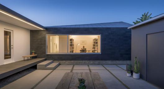 Rear Window House / Edward Ogosta Architecture. Image © Steve King