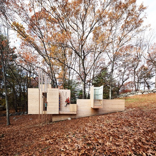 Five Fields Play Structure / FR SCH Projects in collaboration with Matter Design. Image © Brandon Clifford