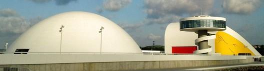Oscar Niemeyer. Image © [Wikipedia] CC BY-NC 3.0