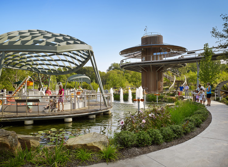 Arboretum de Dallas: Jardín de Aventuras y Centro Educativo para niños / Dattner Architects, © Casey Dunn