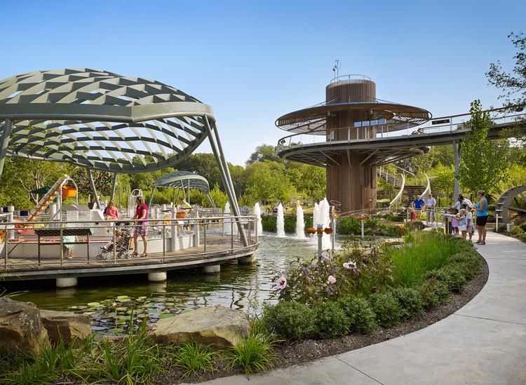 Dallas Arboretum Children's Adventure Garden & Education Center / Dattner Architects, © Casey Dunn