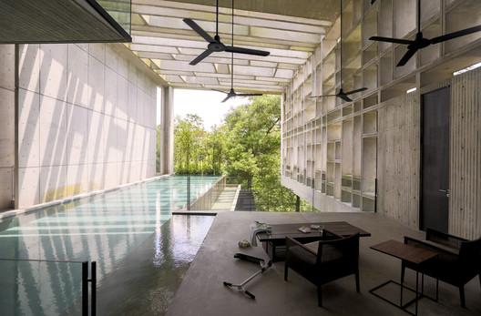 Tropical Box House / WHBC Architects. Image © Kent Soh