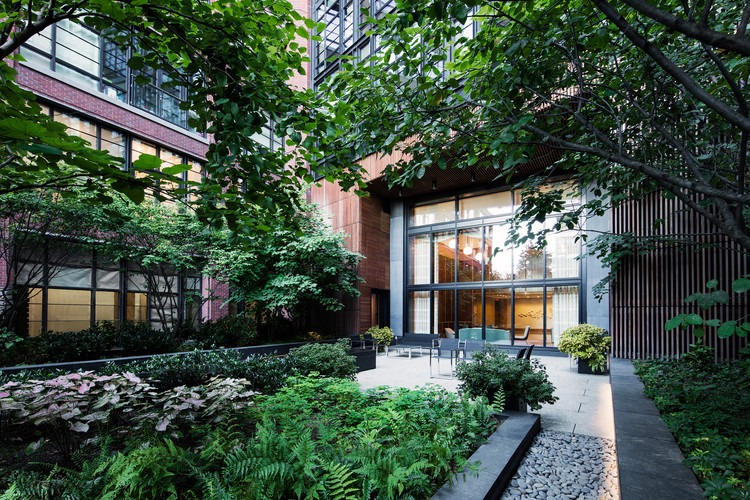 150 Charles / Dirtworks Landscape Architecture, © Mark Weinberg