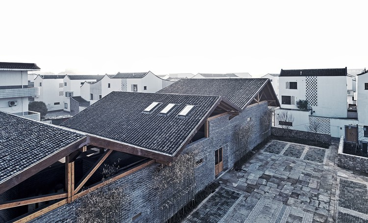 Dongziguan Villagers' Activity Center / gad · line+ studio