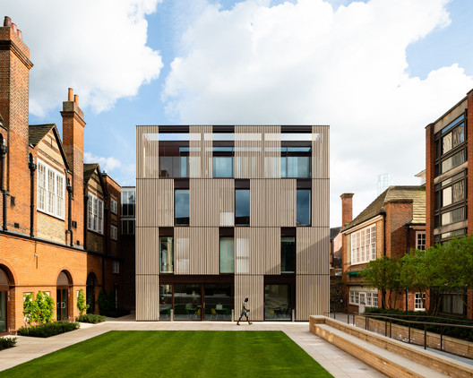 Hubert Perrodo Building / Design Engine Architects