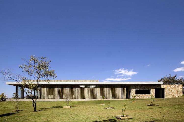 Lake House / Ana Paula e Sanderson Arquitetura, © Edgard Cesar