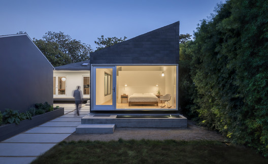 Casa de ventana trasera / Edward Ogosta Architecture