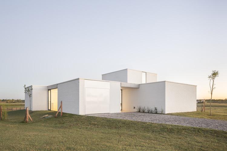 Casa Lucia / BHY arquitectos, © Fernando Schapochnik