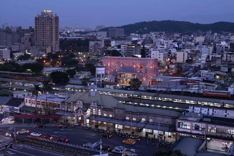 Terminal de Buses Hsinchu  / KRIS YAO | ARTECH, Vista Arial. Imagen © Jeffrey Cheng