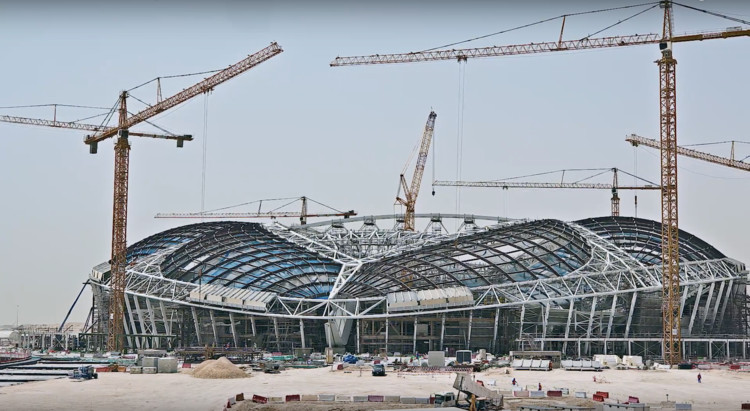 Time-lapse da construção dos estádios para a Copa do Mundo de 2022 no Qatar, via screenshot from video