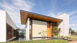 Oasis House / Esquadra Arquitetos + Yi Arquitetos