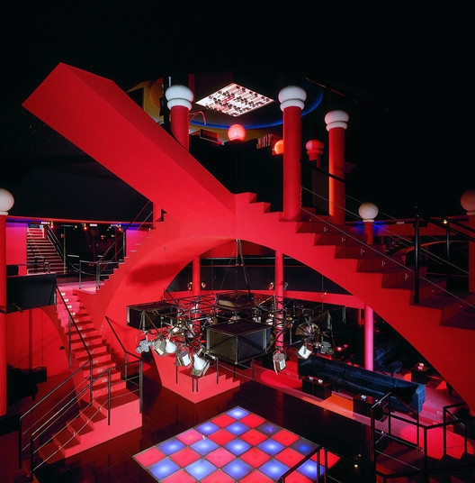 The environments of nightclubs shifted along with trends in architecture and design. Pomo theatrics formed the interiors of the Flash Back Discotheque in Borgo San Dalmazzo. Image Courtesy of Paolo Mussat Sartor