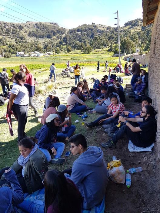 Hora de almuerzo y descanso para los talleres del XV TSL Puno. Image © Nicolás Valencia