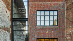 Chestnut Street Townhouse / Hacin + Associates