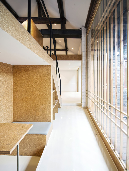 First Floor Corridor. Image Courtesy of hyperSity