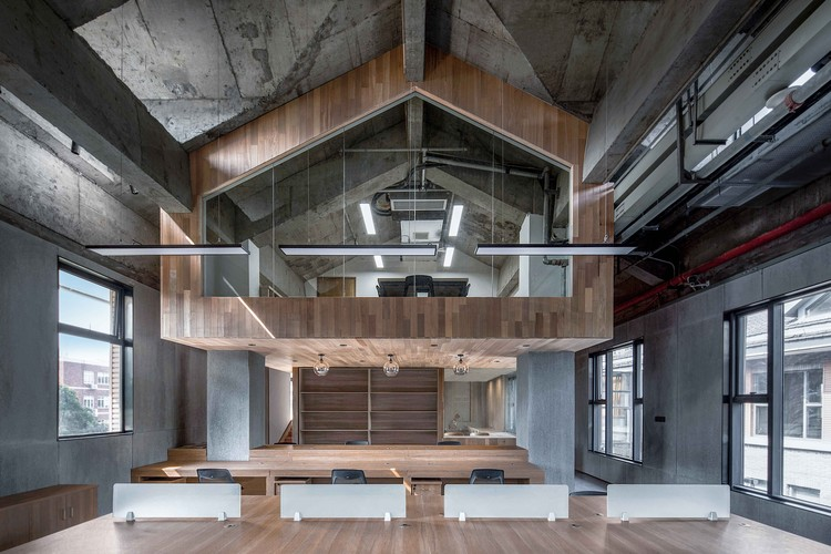 Zhongshan Road CoWorking Space / VARY DESIGN, Coworking Space Building inside Building. Image © ARCHEXIST