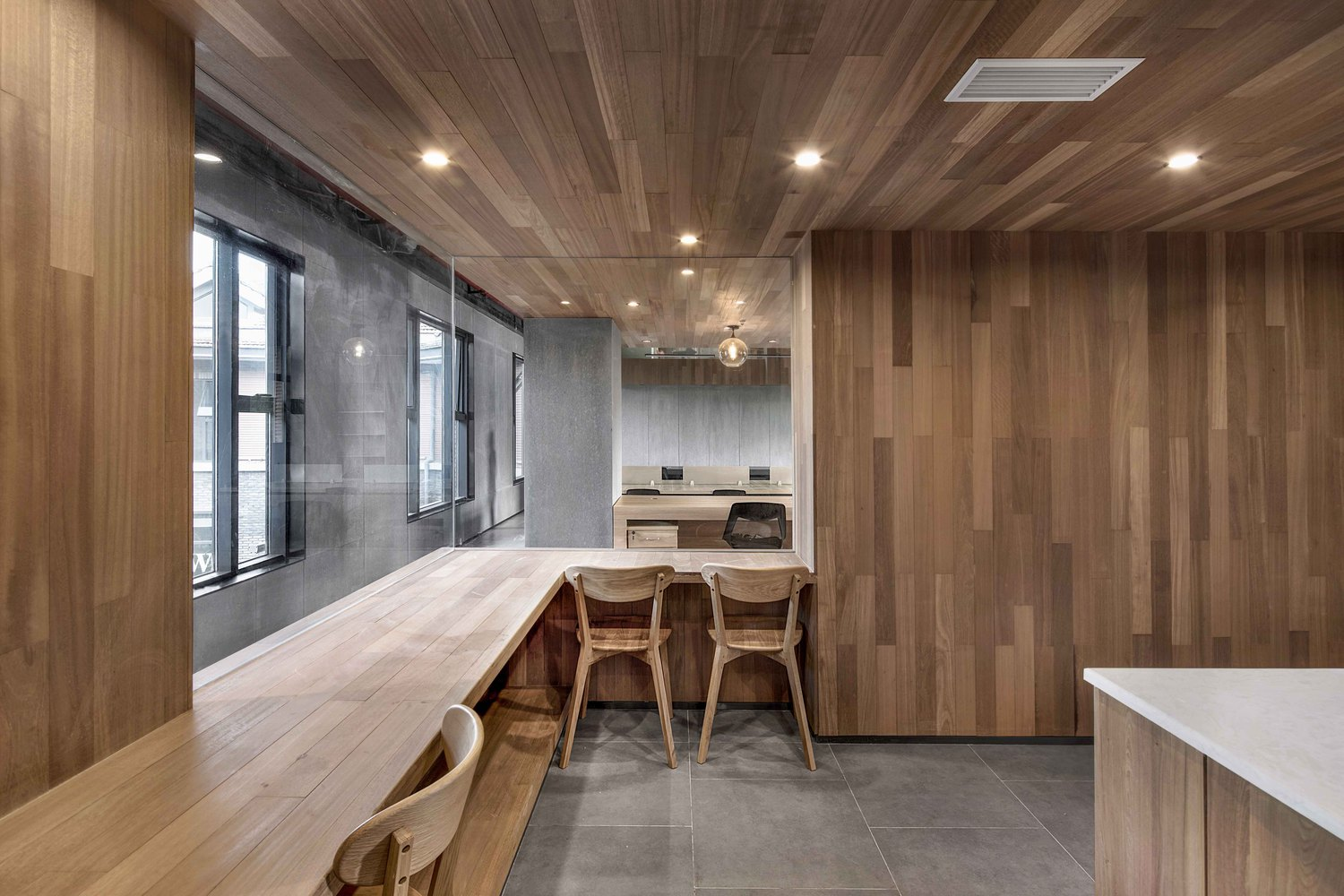 Zhongshan Road CoWorking Space,Office Pantry Level 2. Image © ARCHEXIST