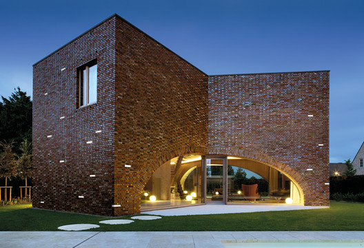 Wall Recessed Lights - Brick | SIMES. Image Courtesy of SIMES