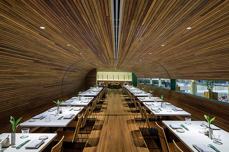 Sushi Bar Designs: 10 Restaurant Interiors Around the World, © Leonardo Finotti