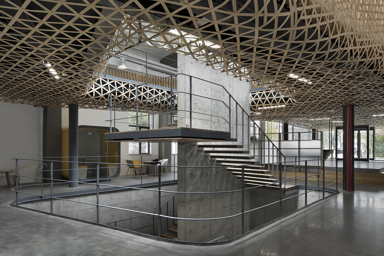 Mafengwo Global Headquarters Phase II / SYN Architects, Bamboo clouds staircase. Image © Zhi Xia