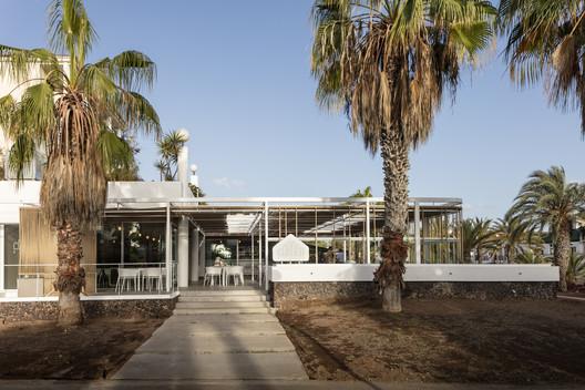Renovación de BAR CAFETERÍA cORNEr / equipo olivares arquitectos