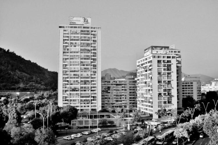 Estratégias projetuais modernas dos clássicos da arquitetura residencial chilena, Conjunto Residencial Torres de Tajamar. Image Cortesía de EAD / PUCV