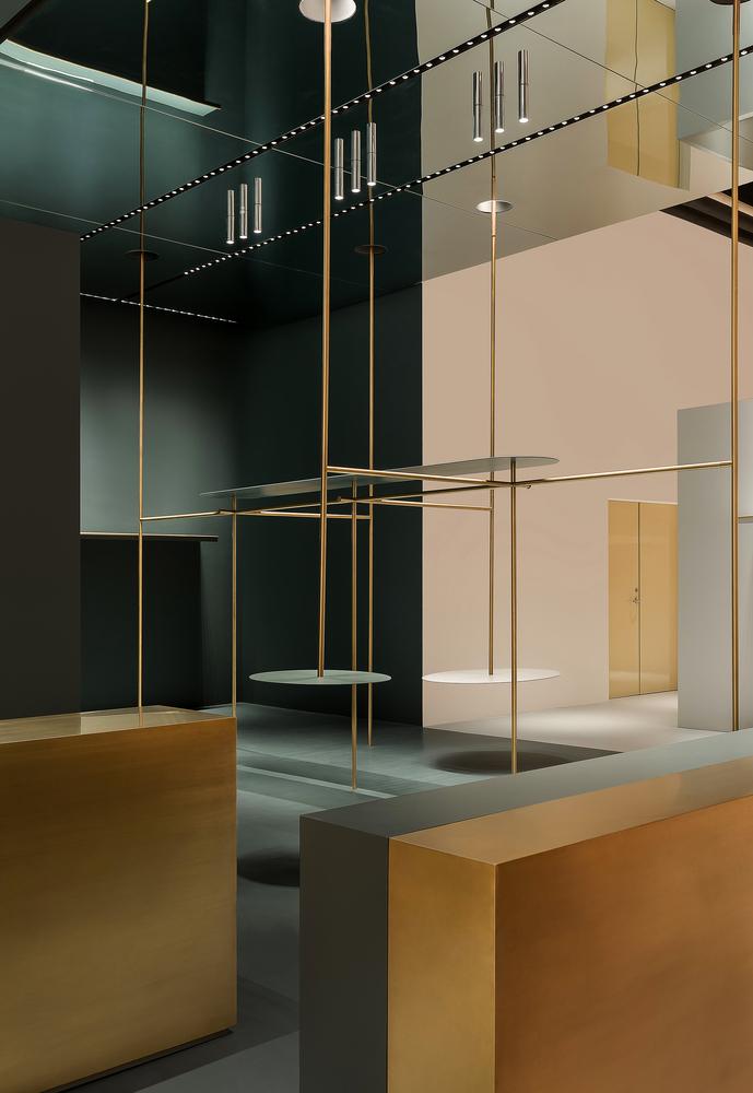 Dale un click y puedes comprar Flos - Lámpara de techo Aim de color negro, diseño de Ronan & Erwan Bouroullec