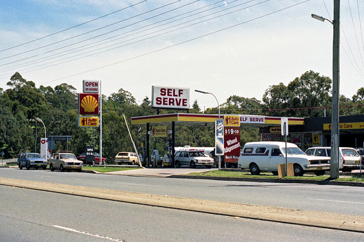 Valley Heights Shell Service Station, Now Demolished (1983). Image © <a href='https://www.flickr.com/photos/blue_mountains_library_-_local_studies/8356092220'>Blue Mountains Library, Local Studies</a> licensed under <a href='https://creativecommons.org/licenses/by-sa/2.0/'>CC BY-SA 2.0</a>