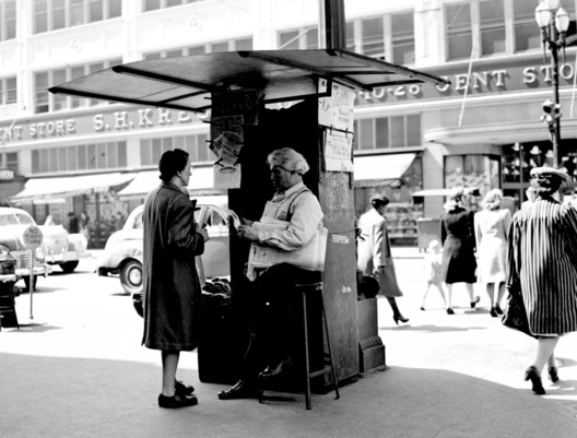 Newsstand at Third & Pike (1946). Image © <a href='https://www.flickr.com/photos/seattlemunicipalarchives/3829976019/'>Seattle Municipal Archives </a> licensed under <a href='https://creativecommons.org/licenses/by/2.0/'>CC BY 2.0</a>